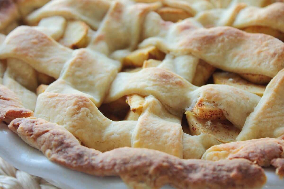 easy apple pie recipe close up of lattice design crust