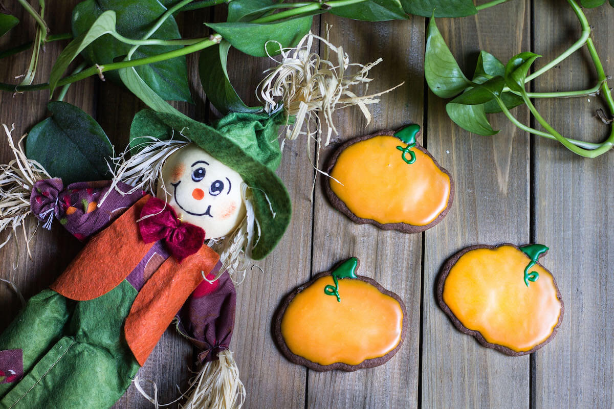Halloween Cookies Made with Chocolate Cookie Dough - Mon Petit Four