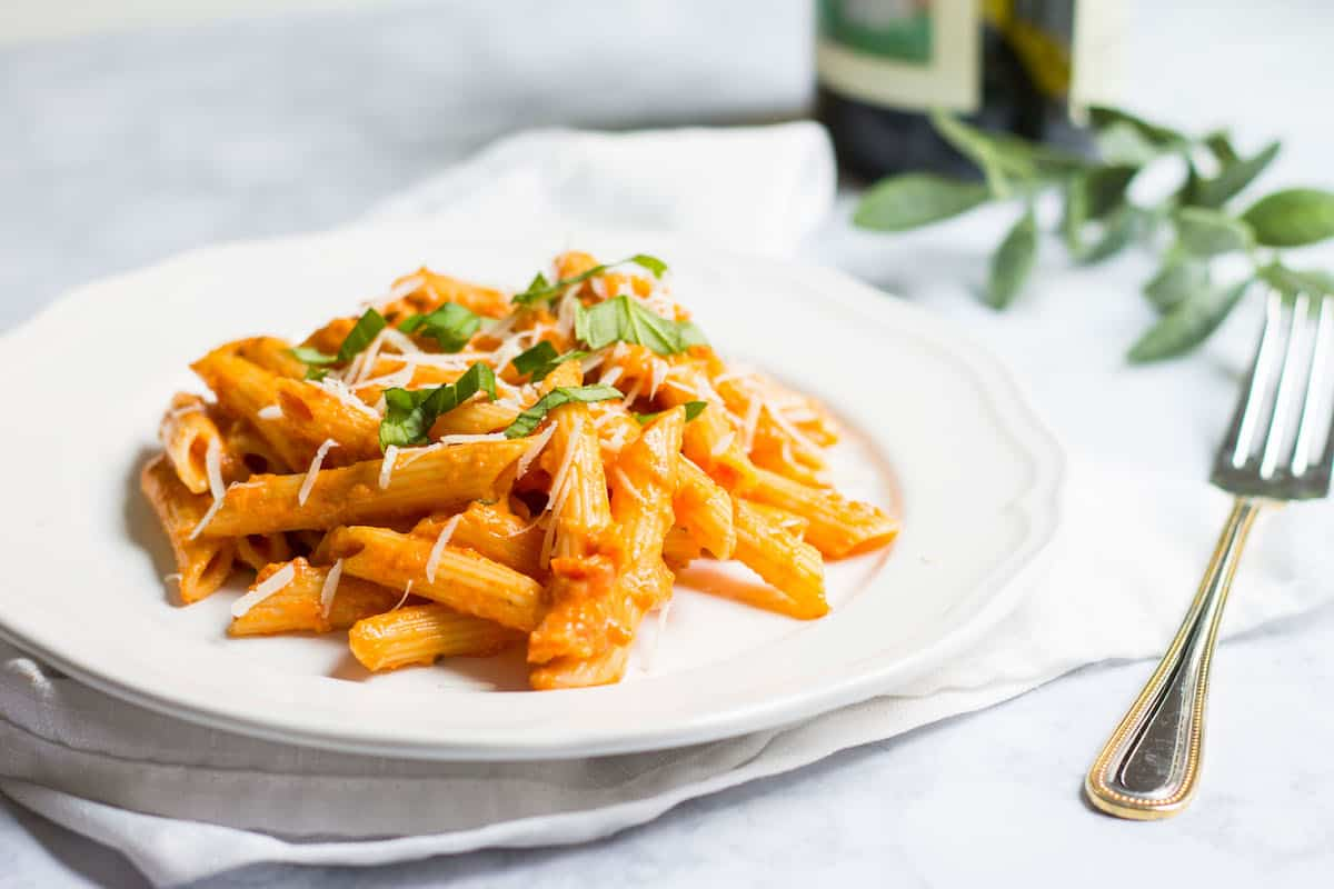 Pasta with Tomato Cream Sauce (sauce tomate à la crème): Creamy ...
