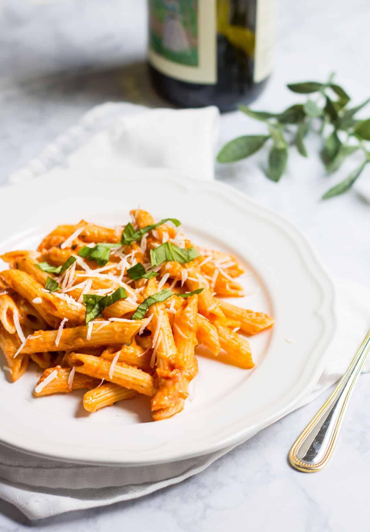 Pasta with Tomato Cream Sauce (Sauce tomate à la crème ...