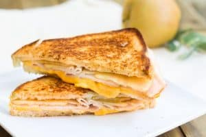 Turkey-Apple Grilled Cheese Sandwich: a perfect back-to-school, fall sandwich made with cheddar cheese, deli turkey, and granny smith apple slices. A easy and yummy fall recipe via MonPetitFour.com