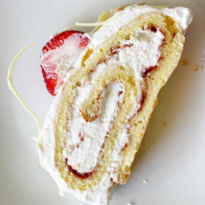 strawberry swiss roll cake image